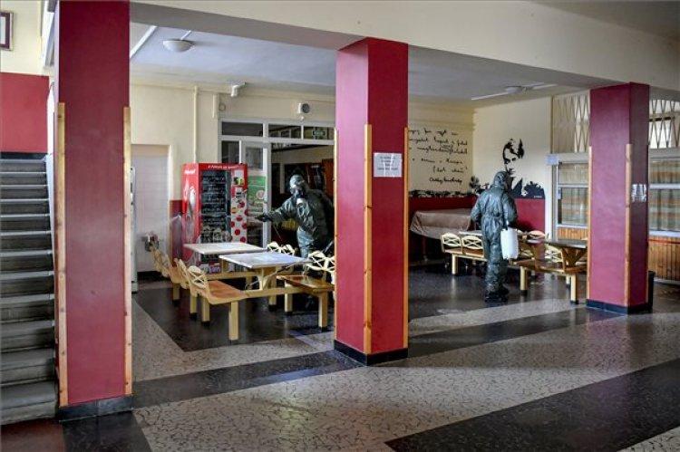 Végéhez közeledik az oktatási intézmények fertőtlenítése - Jelezte a Magyar Honvédség