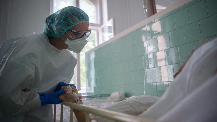 A lépcső harmadik foka: jelentősen nő az ápolók fizetése