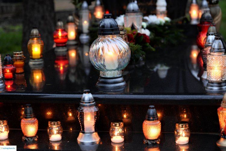 Ezernyi emlék, ezernyi gyertyaláng! Megható fotókon az Északi temető!