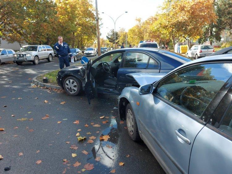 Két személyt szállítottak kórházba az Északi körút és a Városmajor utcai balesetből