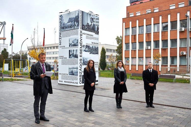 30 éve szabadon – köztéri installáció a rendszerváltozásról egy hónapig a Szabadság téren