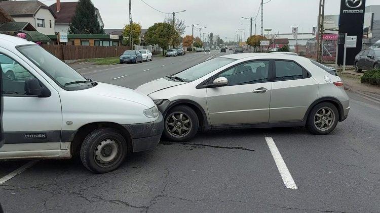 Két személyautó ütközött délelőtt a Debreceni úton