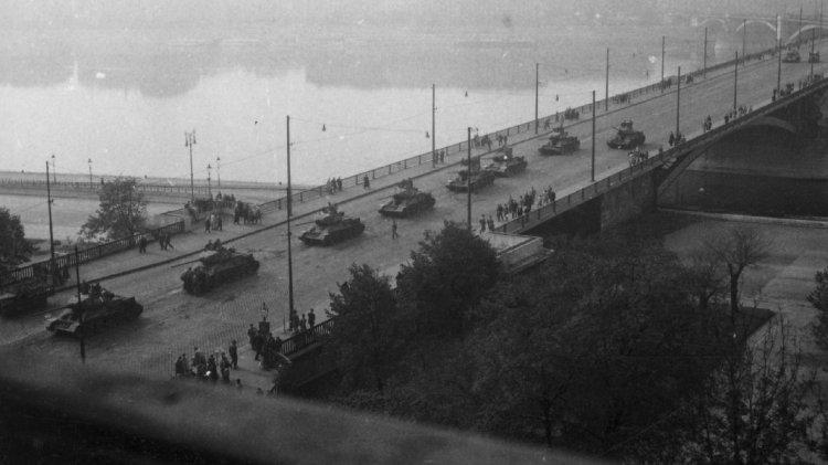 Nemzeti gyásznap: 64 esztendeje indultak meg a tankok Budapest ellen