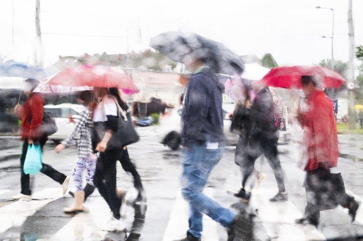 Sokfelé estig is eltarthat az áztató eső, felhős vagy borult lesz az ég