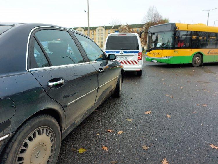 Elhajtott a helyszínről a busszal koccanó sofőr, a rendőrség előállította