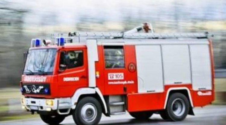 Árokba hajtott és villanyoszlopnak ütközött egy személygépkocsi Tiszaeszláron