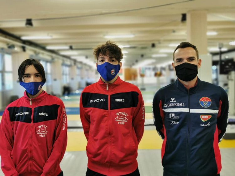 Közös kép az olimpiai bajnokkal - Az NYVSC kardozói a felnőttek között indultak