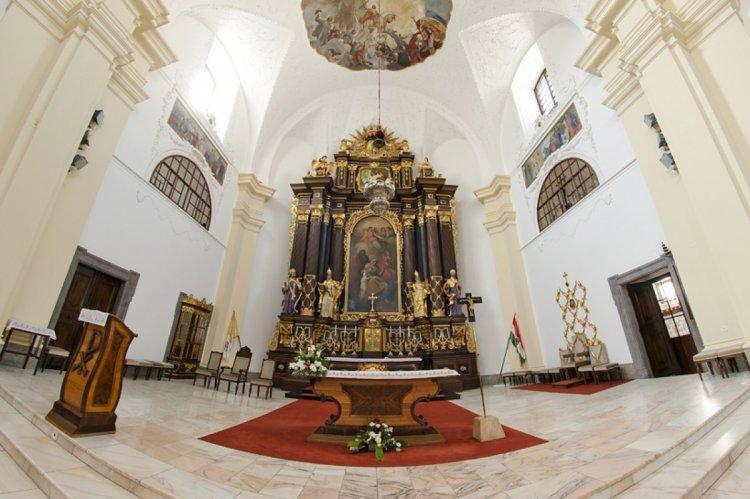 Ismét elkezdődnek a püspöki szentmise-közvetítések a debreceni Szent Anna-székesegyházból