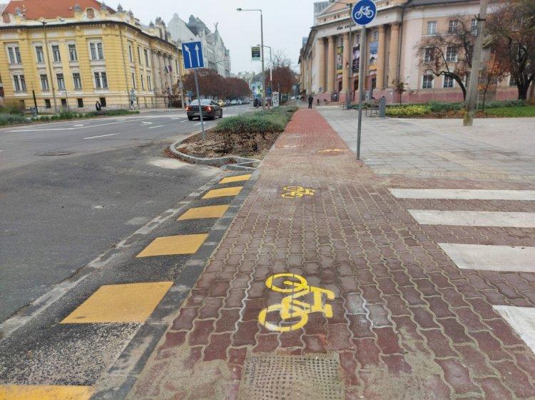Burkolati jeleket festenek a belvárosban, szerdán folytatódnak a munkálatok