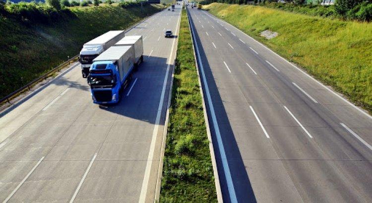A hétvégi kamionstopot visszavonásig feloldotta az ITM