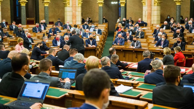 Módosulhatnak az adótörvények - Az Országgyűlés hatnapos üléssel folytatja munkáját