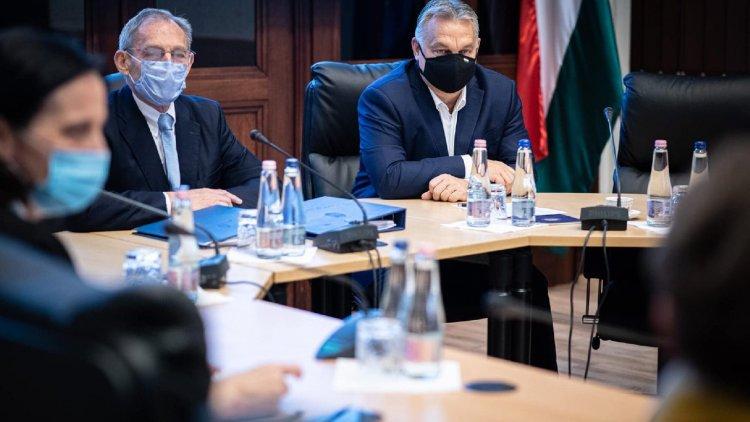 Orbán: A jelenleg lefoglalt intenzív ágykapacitás háromszorosa még rendelkezésre áll
