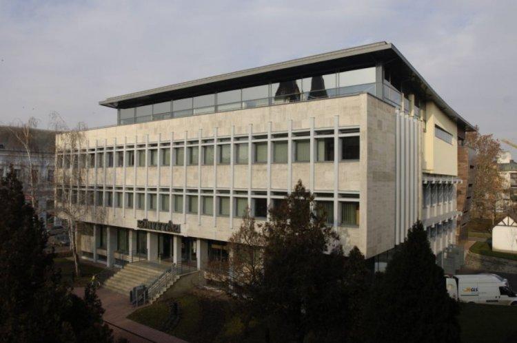 Kölcsönzés - Így működik a Móricz Zsigmond Megyei és Városi Könyvtár a bezárás alatt