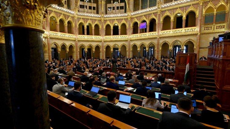 Számos adóváltoztatásról döntött az Országgyűlés kedden