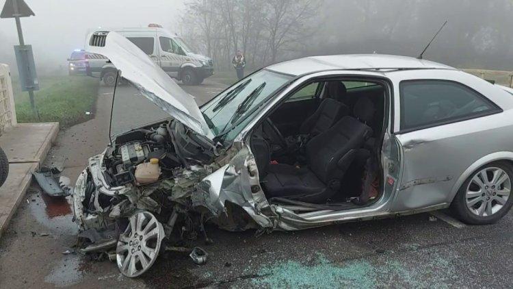 Felismerhetetlenre tört egy autó Kótaj és Buj között