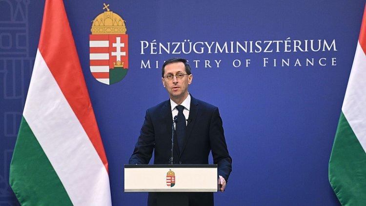 Varga Mihály: egyszerűbbé és olcsóbbá válhat a pénzügyek intézése