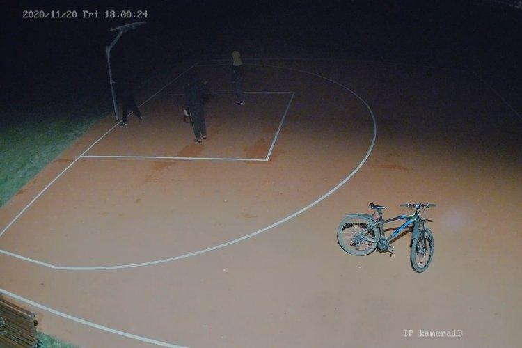 Térfigyelő kamera rögzítette a rongálást a Nyírszőlősi sportpályán, feljelentést tettek