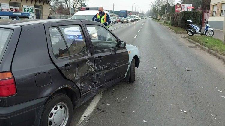Hármas karambol történt a Pazonyi úton, az egyik vétlen sofőr megsérült