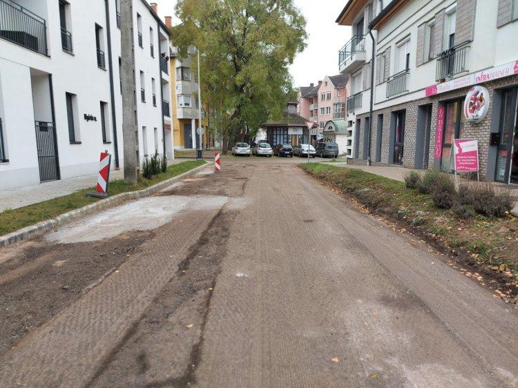 Szerdán megkezdik a Nyírfa utca aszfaltozását, ne parkoljanak az érintett útszakaszon!