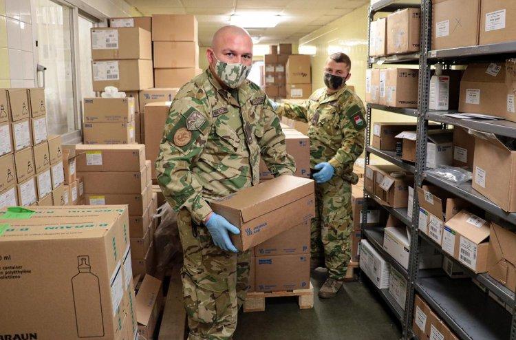 HM: mintegy kétszer annyi katona segíti a védekezést, mint tavasszal