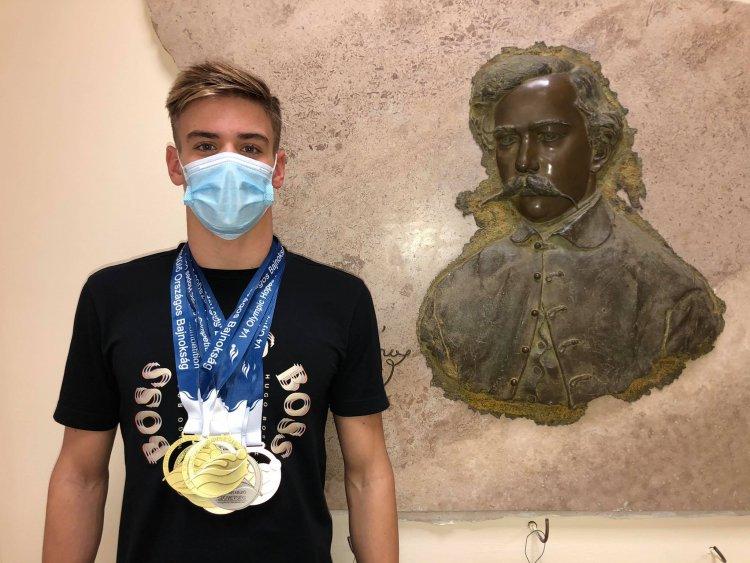 Aranyos úszó - Cserfalvi Olaf több bajnoki címet is szerzett az úszó OB-n