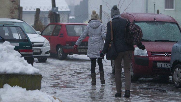 Készülnek a közúti korcsolyapályák – ónos eső zúdul ránk