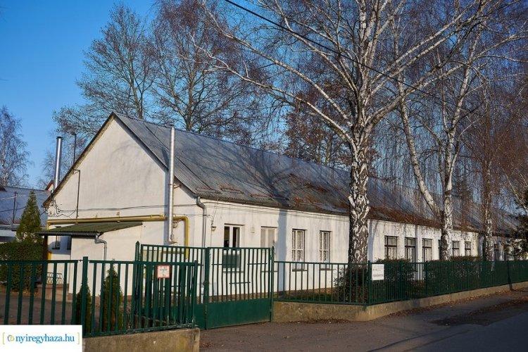 Kecskék és levendulakert – Szigetelik a sóstóhegyi iskolát