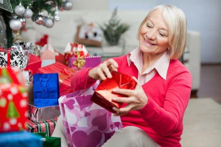 Több mint 25 ezer nyíregyházi nyugdíjasnak küld karácsonyi csomagot az önkormányzat