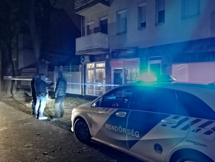 Késsel a kezében követelte a bevétel átadását, a rendőrök elfogták