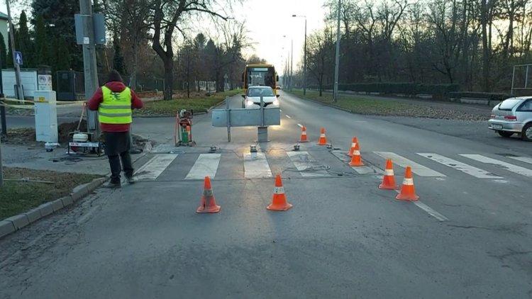 Biztonságos közlekedés: több okoszebrát is kialakítanak Nyíregyházán a következő időkben