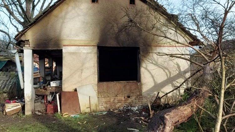 Kigyulladt egy vályogház több szobája csütörtökön délután Bálintbokornál