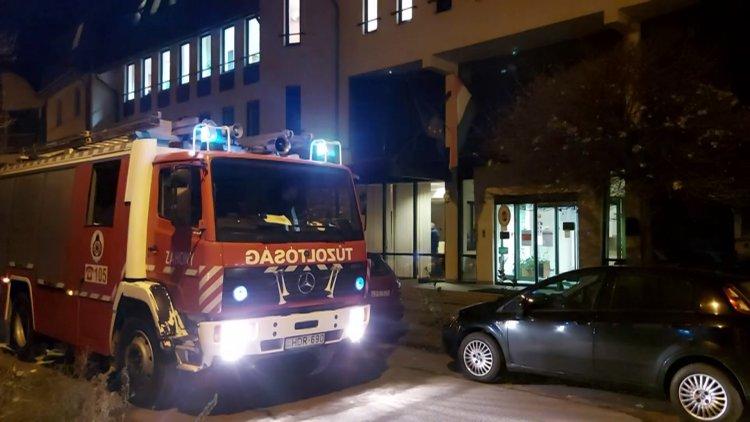 Tűzjelző riasztotta a katasztrófavédelem munkatársait a Kölcsey Ferenc utcára