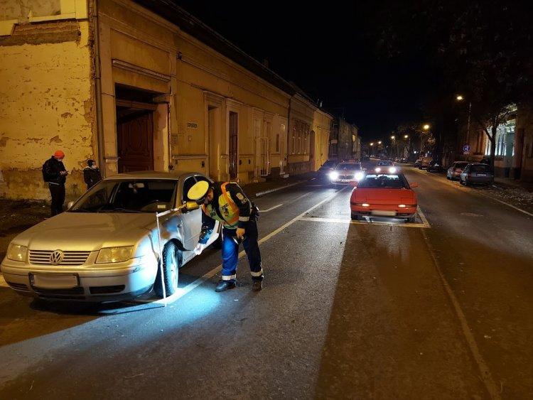 Szabálytalan sávváltás miatt ütközött össze két autó kedd este a Bocskai utcán