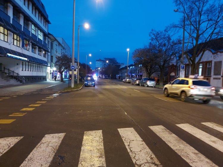 Gyalogost gázolt egy teherautó a Széchenyi utcán