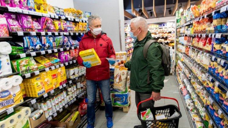 A kormány szombattól felfüggeszti az idősek vásárlási idősávját