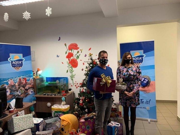 1 millió forint értékű adomány - Rászoruló családokon segített a nyíregyházi Aqua SE