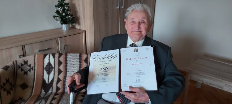 Különleges módon ünnepli városunk a szépkorúakat – Salga Miklós 100 éves lett!