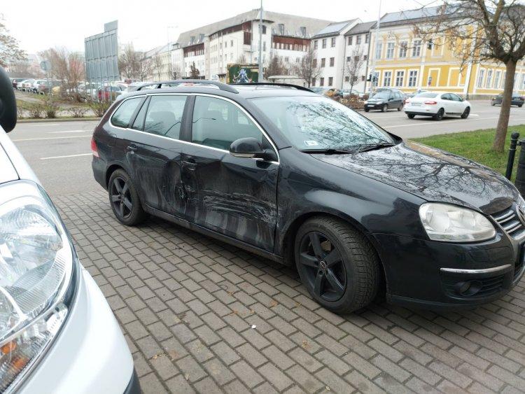 Jelentős anyagi kárral járó baleset történt a Bethlen Gábor utcán
