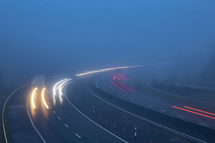 Csúszásveszély és ködfátyol – Megbéníthatja a forgalmat az időjárás