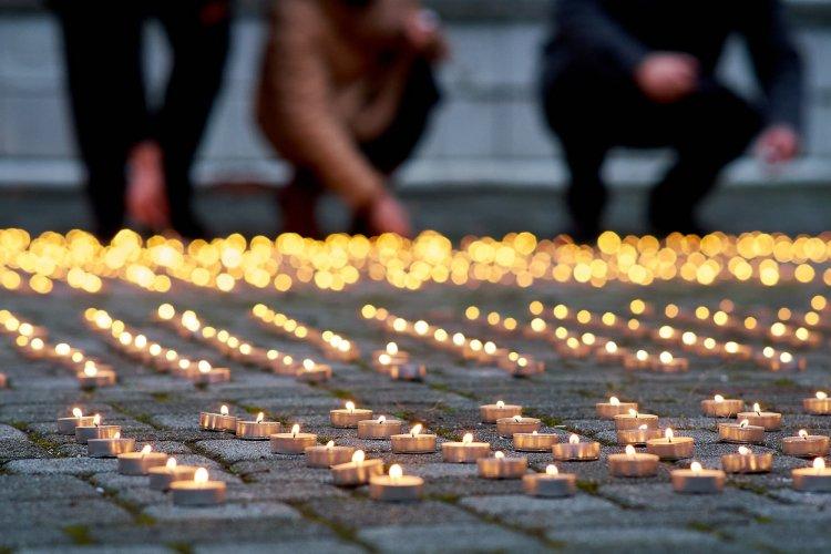 Ezer mécses égett a koronavírus áldozatainak emlékére Nyíregyházán