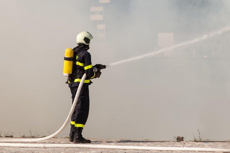 Tűz ütött ki a nyíregyházi ipari park egyik csarnokában