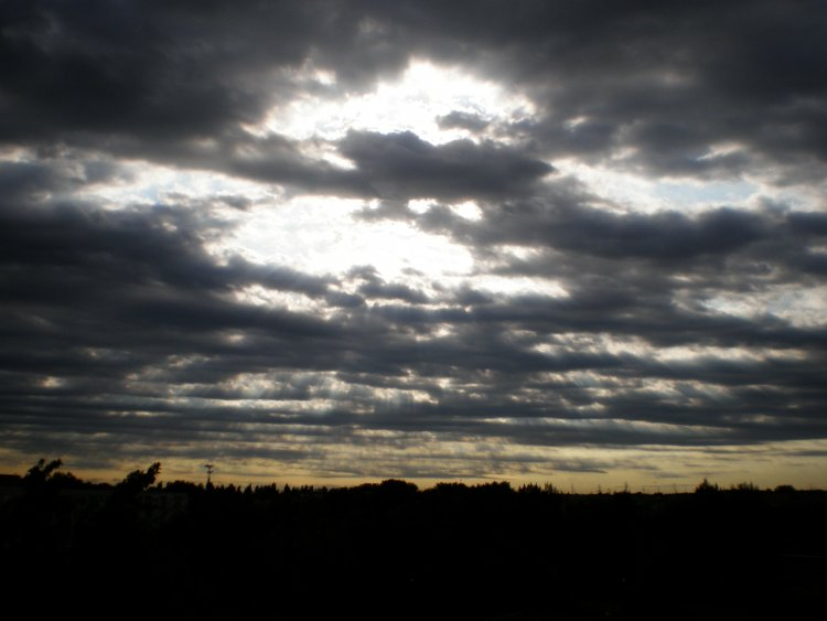 Délutántól újra szürkeség köszönt ránk - Délkelet felől felhősödés kezdődik