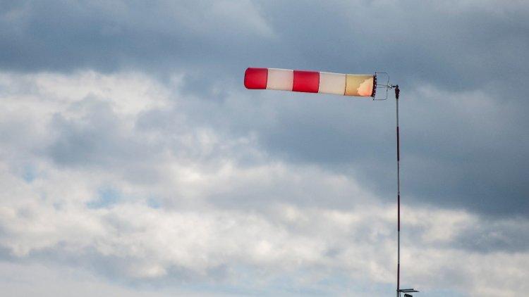 Viharos erősségű széllel érkezik a hidegfront