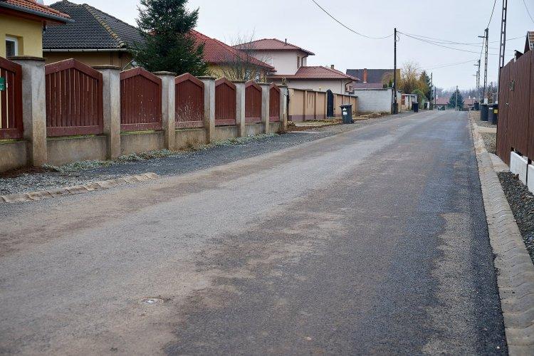 Várják a lakóközösségek jelentkezését az önkormányzatnál az útaszfaltozási programra