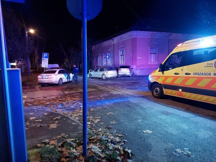 Súlyos baleset történt a Kiss Ernő utcán, a vétlen jármű egy ház oldalába csapódott