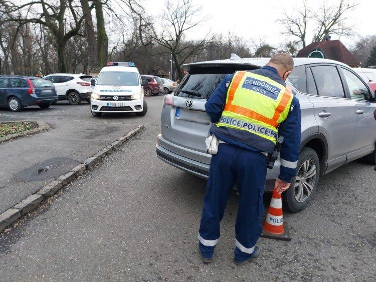 Két autó ütközött össze a parkolóban Sóstógyógyfürdőn, nem tudtak megegyezni