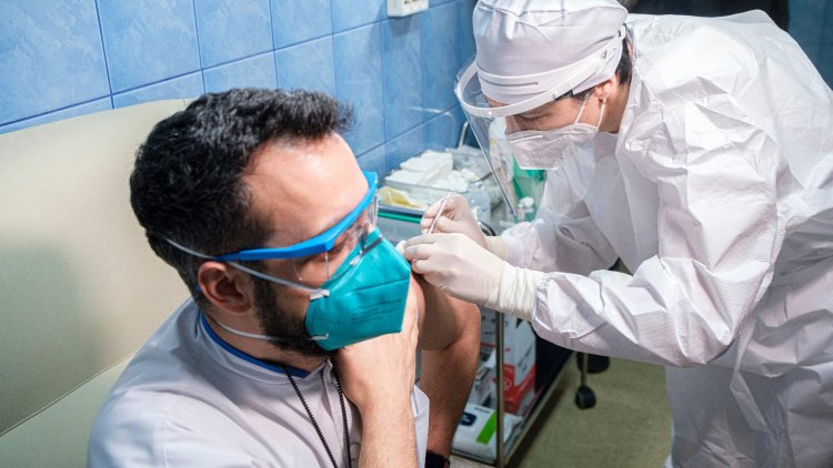 Már 15 ezer magyart oltottak be a koronavírus elleni vakcinával