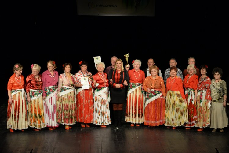 Fennállásának tizedik évfordulóját ünnepli idén a Vadrózsa senior tánccsoport