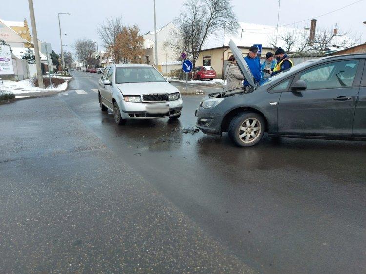 A Kígyó utca Debreceni út kereszteződésében ütközött két jármű