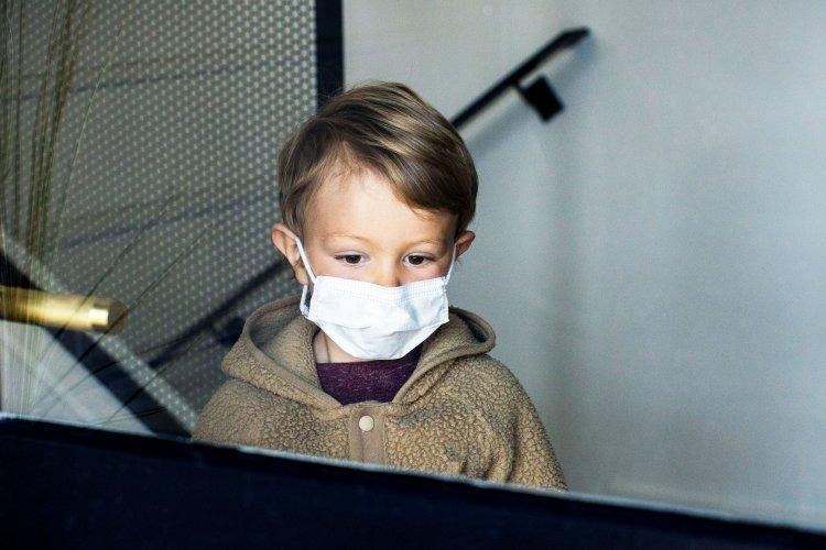 Poszt-COVID-szindróma gyerekeknél – Súlyos tünetekkel kerülnek kórházba a fiatalok